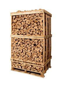 Brænde af ask i brændetårn. Brændet er klar til brug